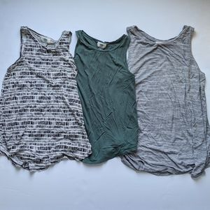 Set of 3 Old Navy flowy tank tops size XS